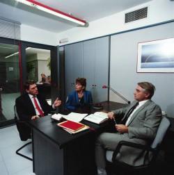 ипотечный брокер в офисе