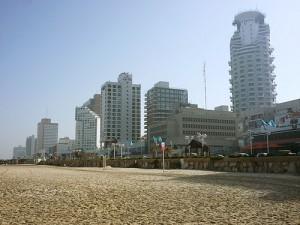 отель рядом с песчаным пляжем